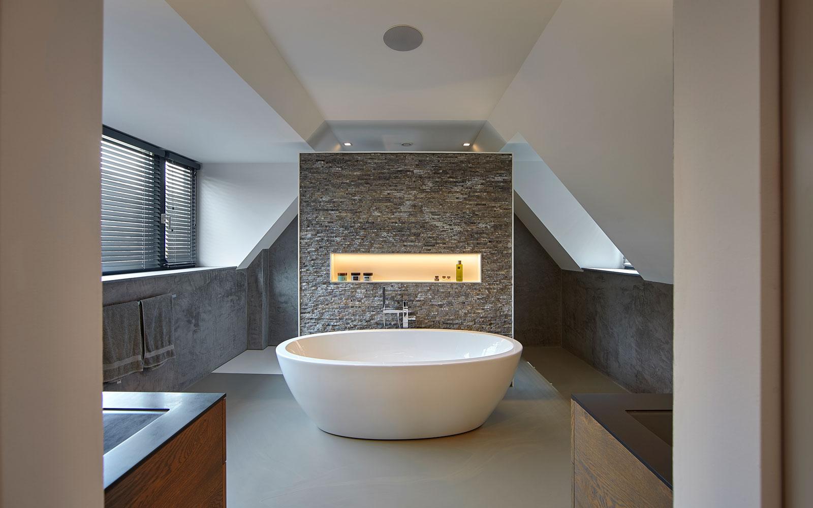 Badkamer met vrijstaand bad, inspirerende villa, Wolfs Architecten