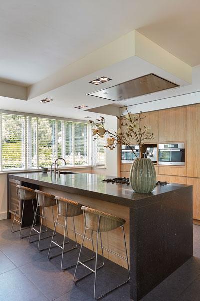 Keuken, RMR Interieurbouw, hout, open verbinding, romantische villa, Wolfs Architecten