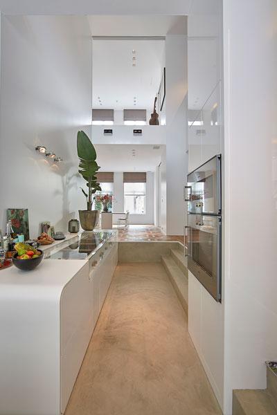 Keuken, apparatuur Gaggenau, kookeiland, wit, strak, grachtenpand, Bart van Wijk