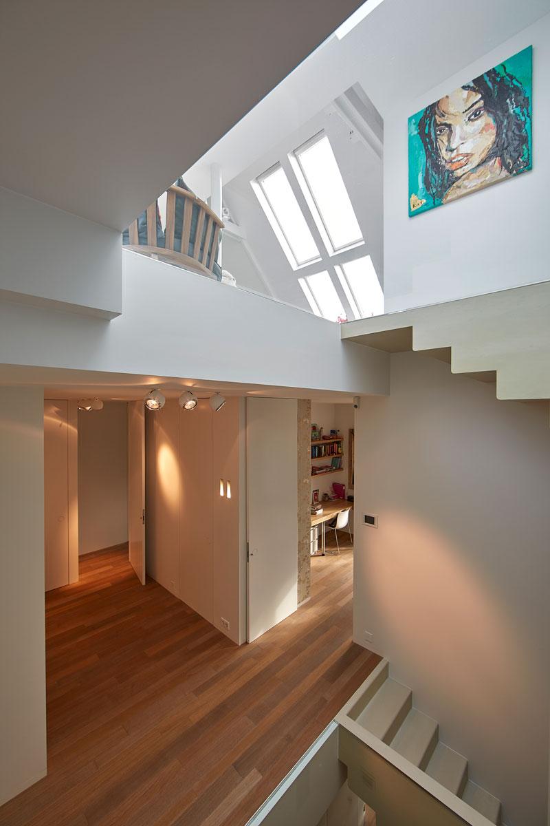 Velux, dakraam, licht, ruimte, hoogteverschil, grachtenpand, Bart van Wijk