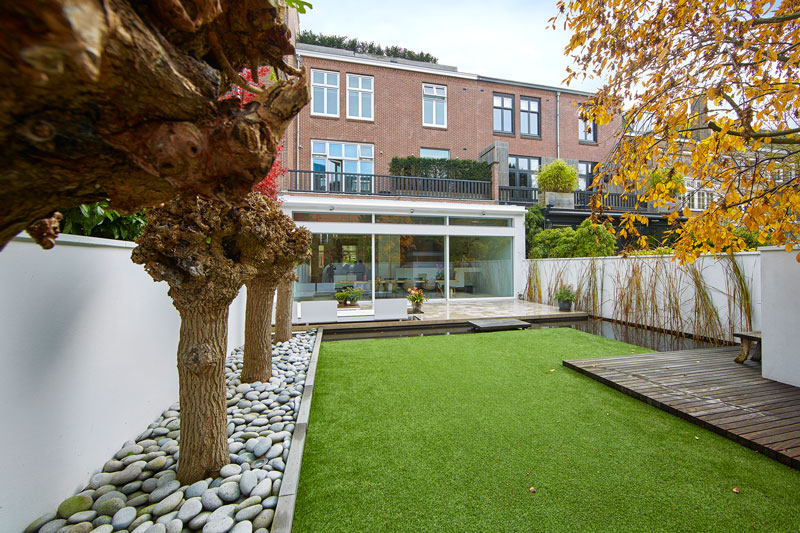 Tuin, tuinhuis, knotwilgen, stadstuin, grachtenpand, Bart van Wijk