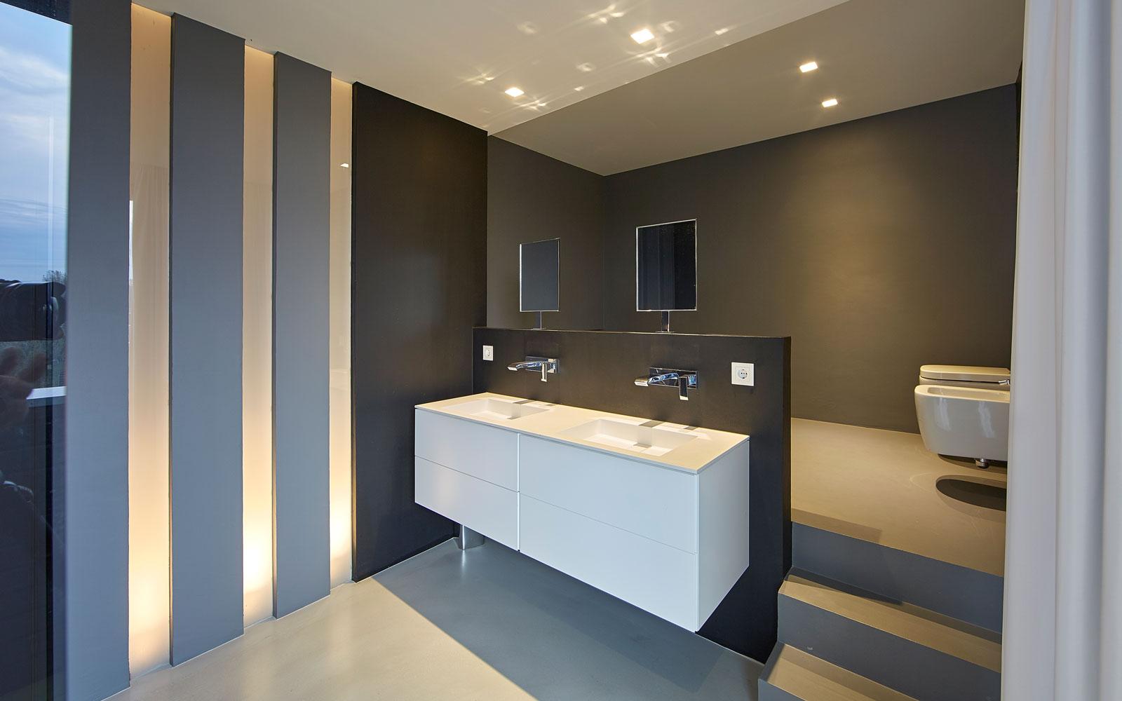 Badkamer, wastafel, ledverlichting, hedendaagse look, neutrale kleuren, woning aan het water, Bart van Wijk