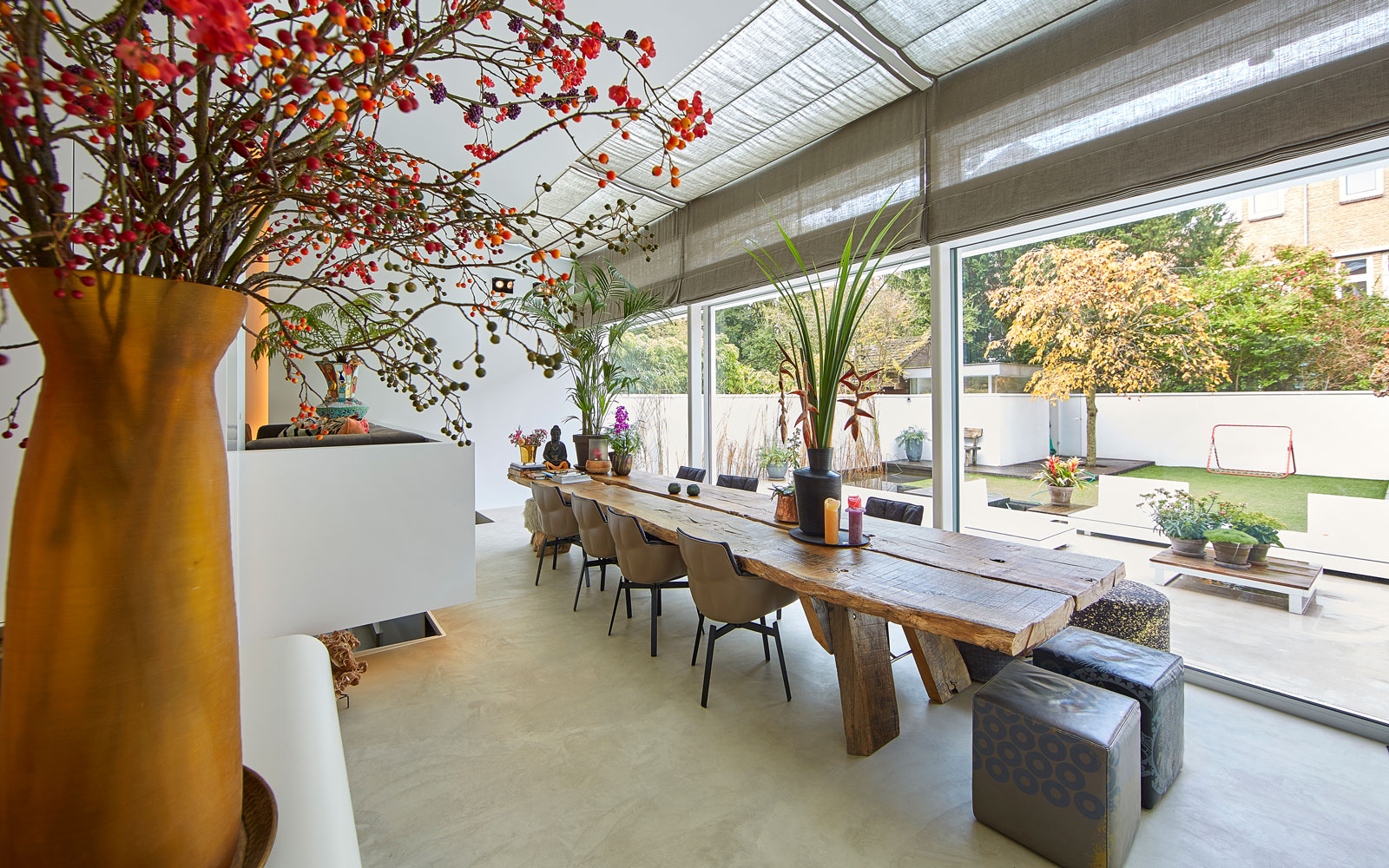 Eettafel, boomstamblad, boomstamtafel, grote ramen, zicht op de tuin, grachtenpand, Bart van Wijk