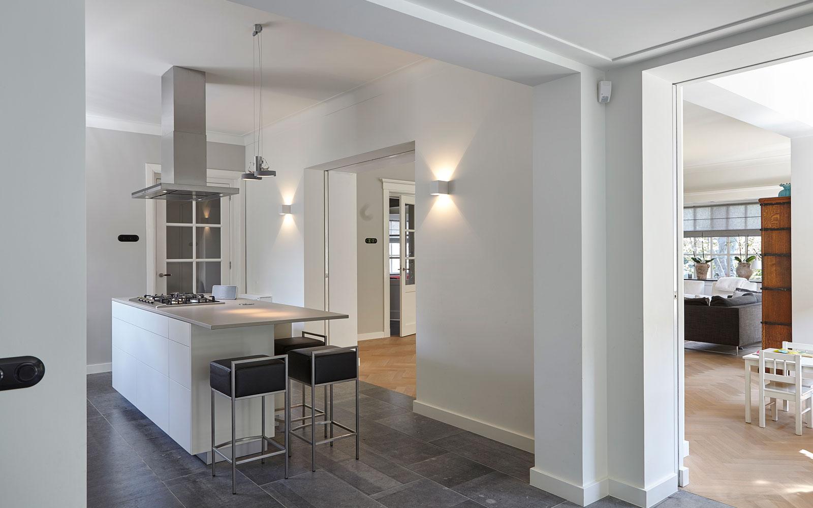 Keuken, tegevloer, natuursteen, Revy Stone, jaren 30 villa, renovatie, Marco Daverveld