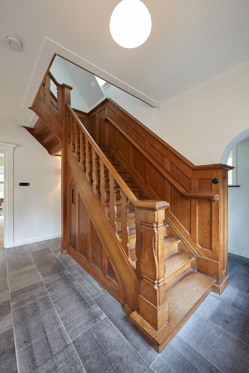 Trap, houten trap, klassiek, sprookjesachtig, renovatie, jaren 30 villa, Marco Daverveld