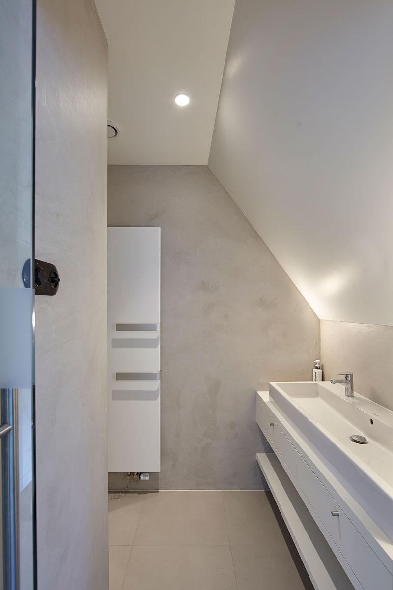 Badkamer, wastafel, douche, strak, wit, jaren 30 villa, renovatie, Marco Daverveld