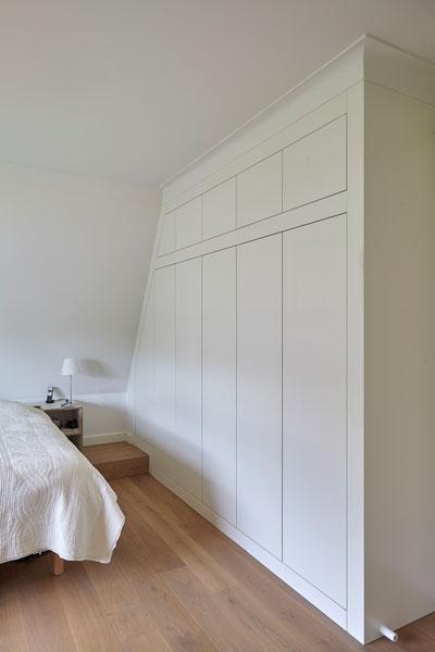 Kastenwand, slaapkamer, houten vloer, houten kasten, maatwerk, renovatie, jaren 30 villa, Marco Daverveld