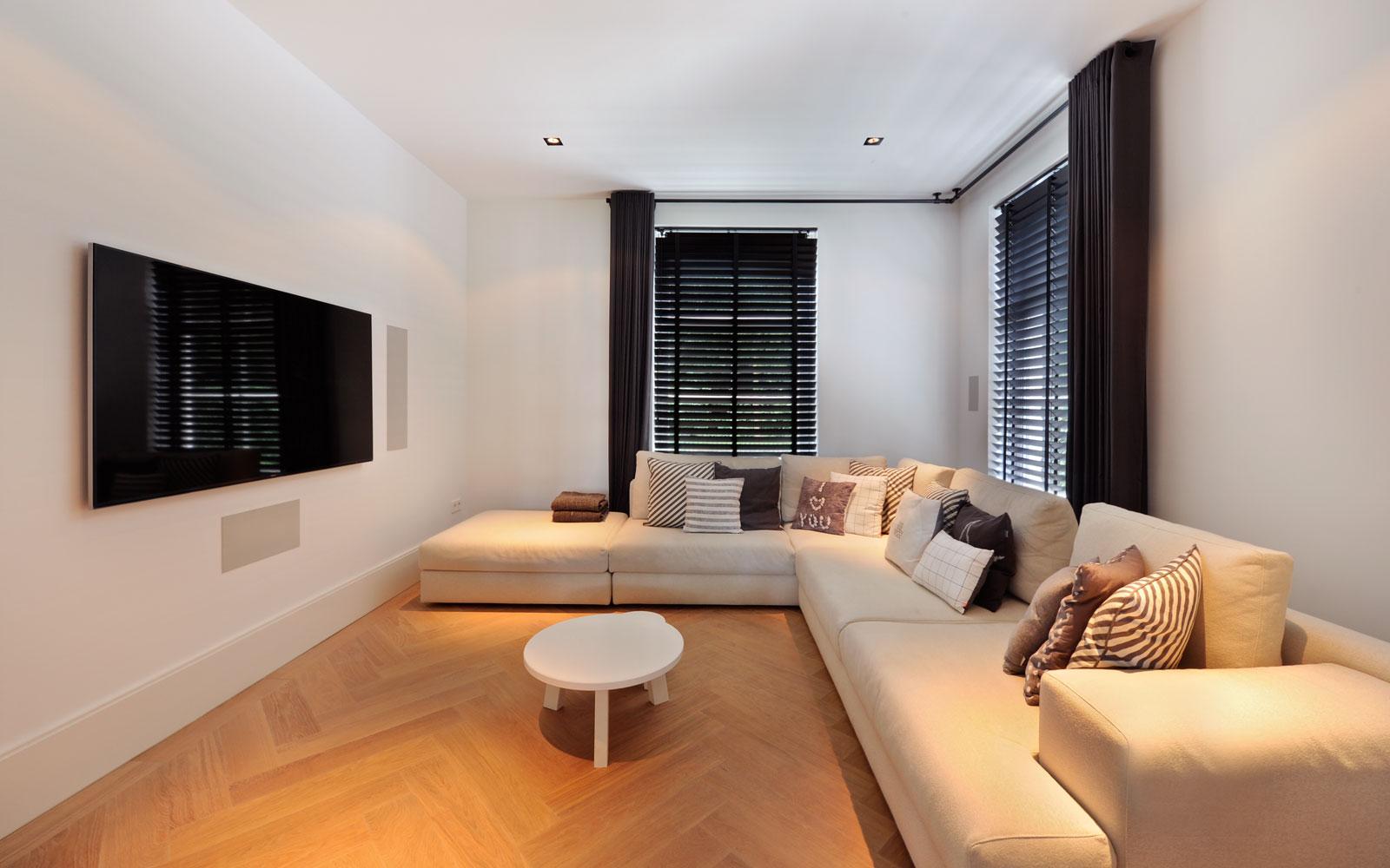 Lounge, woonkamer, hoekbank, televisie, Noort Interieur, Sonos audio, witte droomvilla, Gerben van Manen