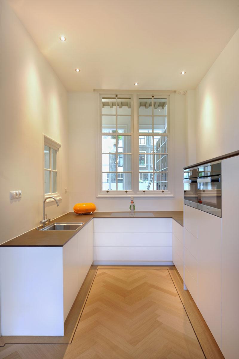 Keuken, eetkamer, eettafel, Van Oort Interieurs, herenhuis, visgraat, parket