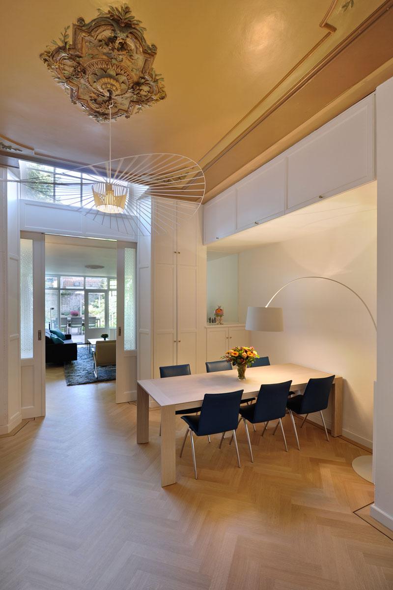 Eettafel, keuken, woonkamer, licht en ruimte, visgraat parket, herenhuis, Van Oort Interieurs