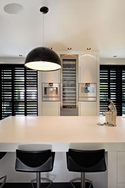 Keuken, kookeiland, maatwerk, Nijboer, shutters, Style Shutters, witte droomvilla, Gerben van Manen