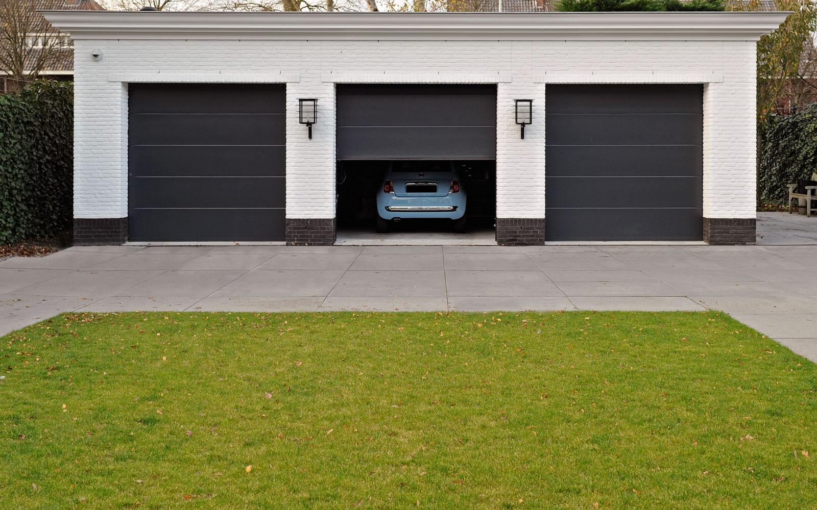 Tuin, parkeerplaats, garage, symmetrie, witte droomvilla, Gerben van Manen