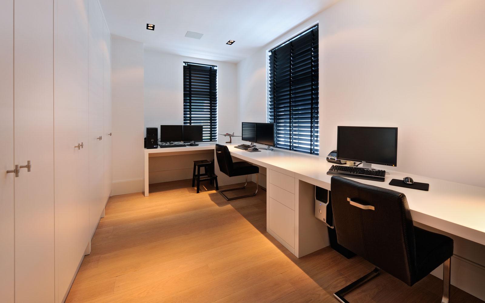Kantoor, werkruimte, Style Shutters, zonwering, bureau, houten vloer, witte droomvilla, Gerben van Manen