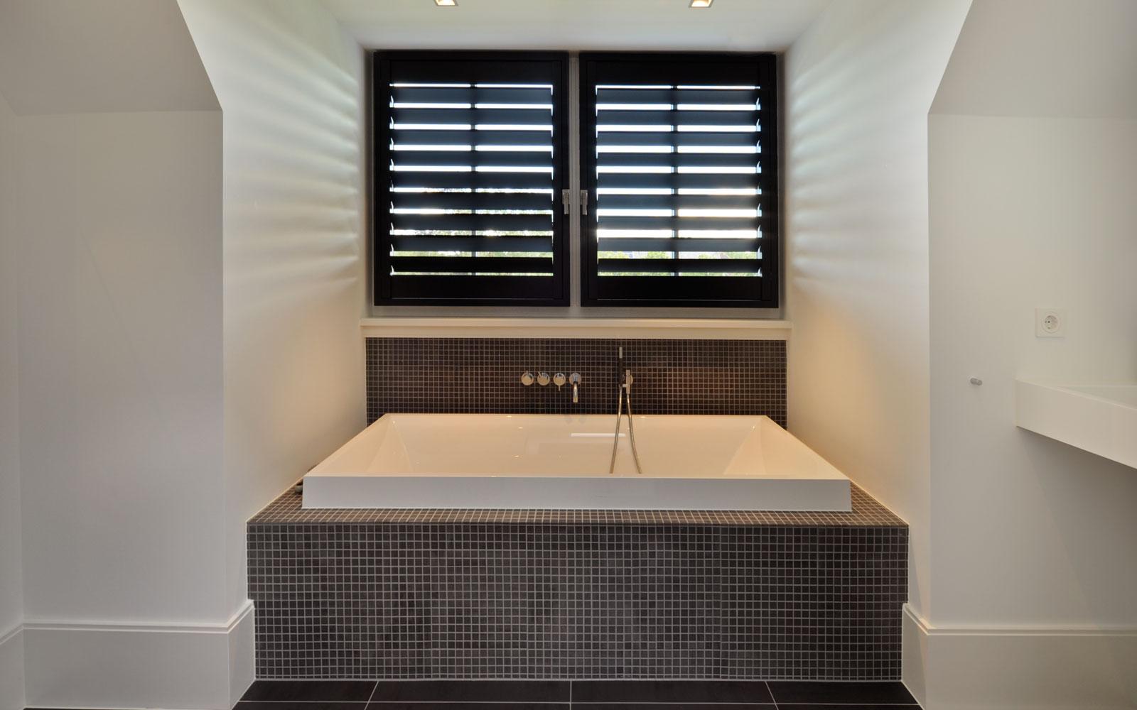 Badkamer, bad, shutters, Style Shutters, witte droomvilla, Gerben van Manen