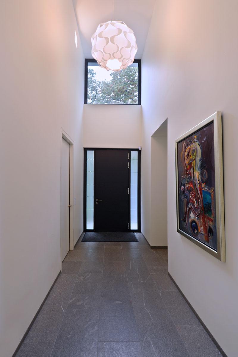 Hal, entree, voordeur, kunst, natuurlijk licht, modern landhuis, Maas Architecten