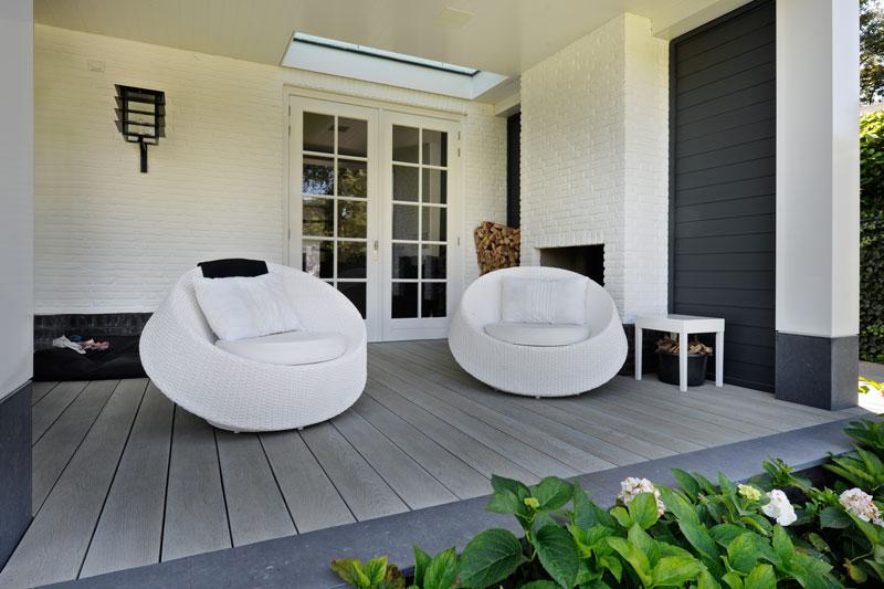 Tuin, terras, overkapping, lounge chairs, buitenmeubilair, witte droomvilla, Gerben van Manen