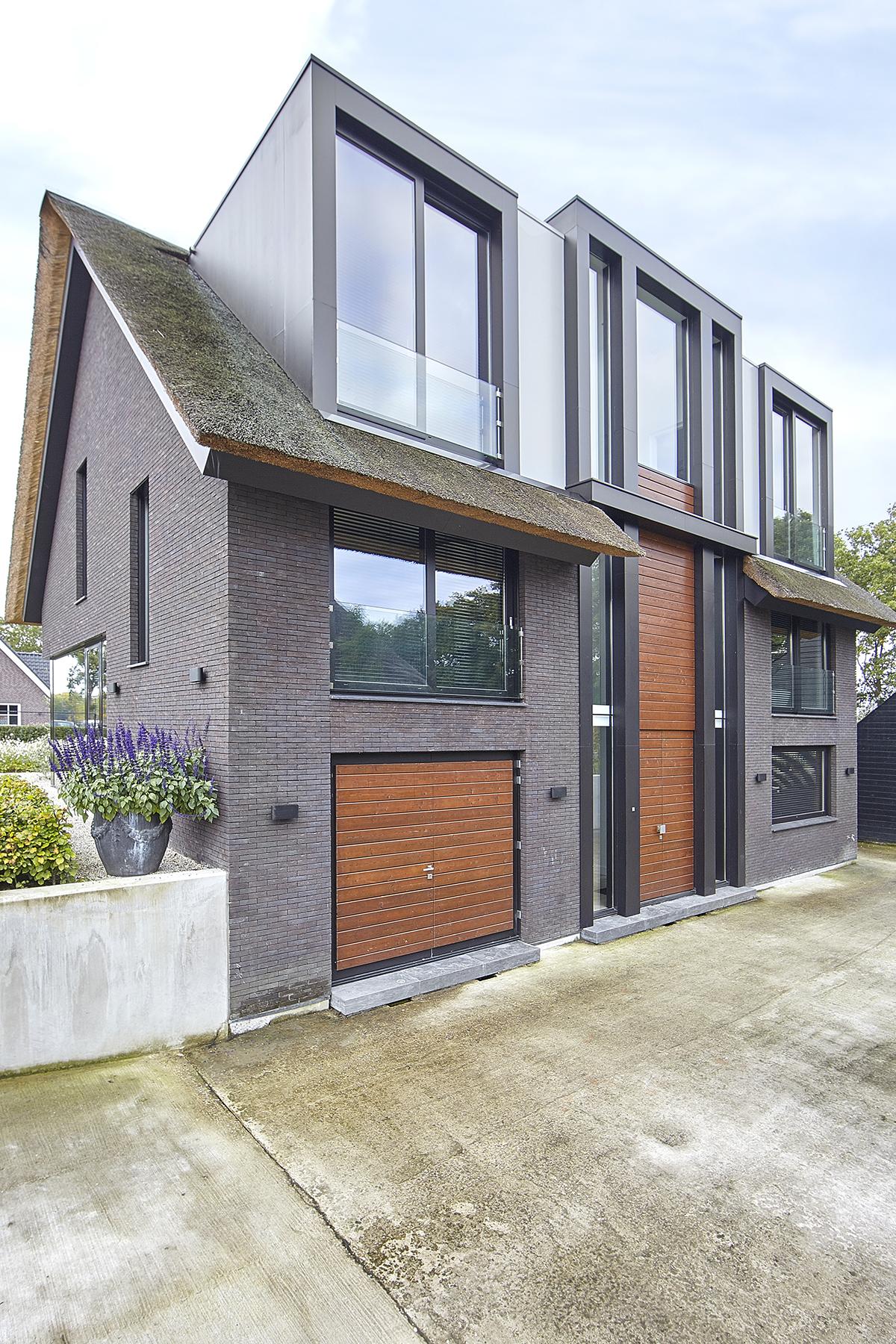 Exterieur, entree, oprit, garage, villa, Bob Manders