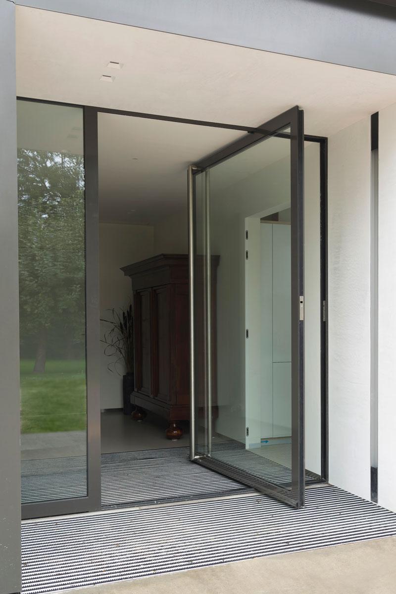 Entree, grote ramen, pui, natuurlijk licht, glas, moderne uitbouw, Lautenbag Architectuur