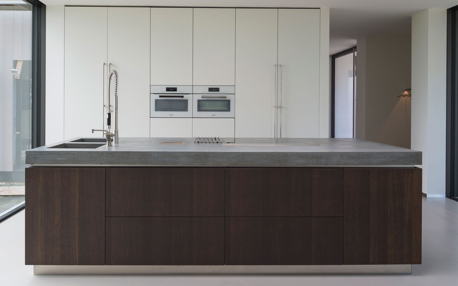 Keuken, modern, gietvloer, kookeiland, grote ramen, moderne uitbouw, Lautenbag Architectuur