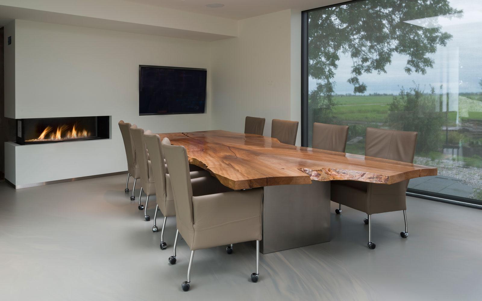 Woonkamer, keuken, eettafel, boomstamblad, open haard, televisie, grote ramen, moderne uitbouw, Lautenbag Architectuur