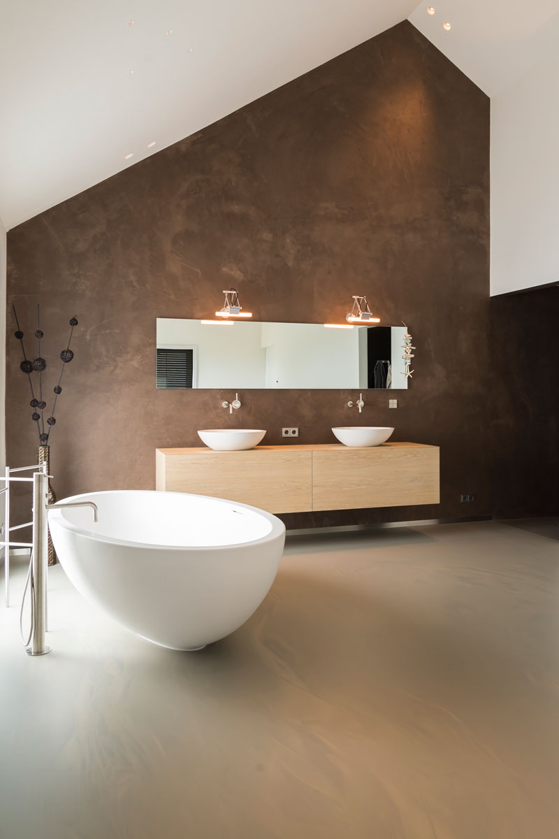 Badkamer, sanitair, vrijstaand bad, badkuip, wastafel, spiegel, moderne uitbouw, Lautenbag Architectuur
