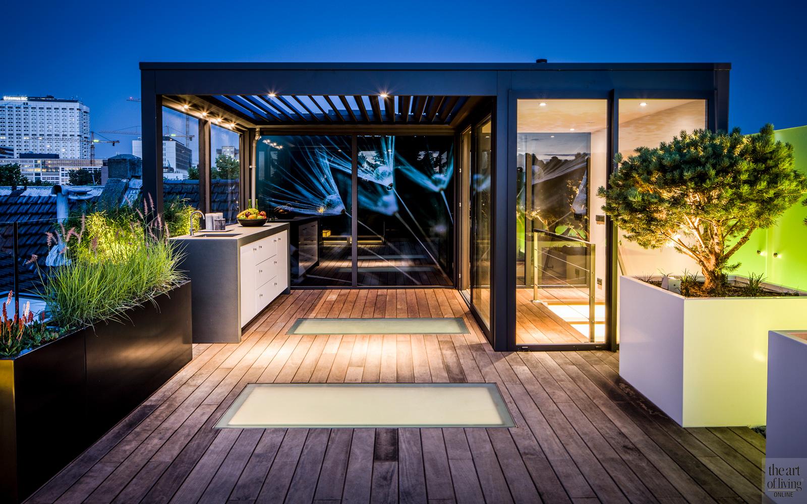 Modern dakterras, Erik van Gelder, Livium, Tablazz, buitenkeuken, Oskamp Interieurs