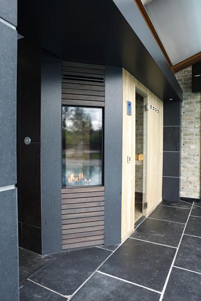Sauna door Relex met een stenen vloer van Steenimex