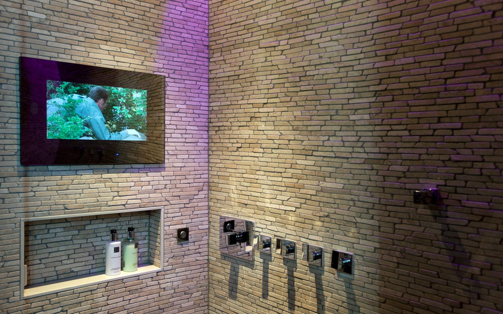 Sanitair, Intercodam, inloopdouche, domotica, televisiescherm, klassiek herenhuis, Kees Marcelis
