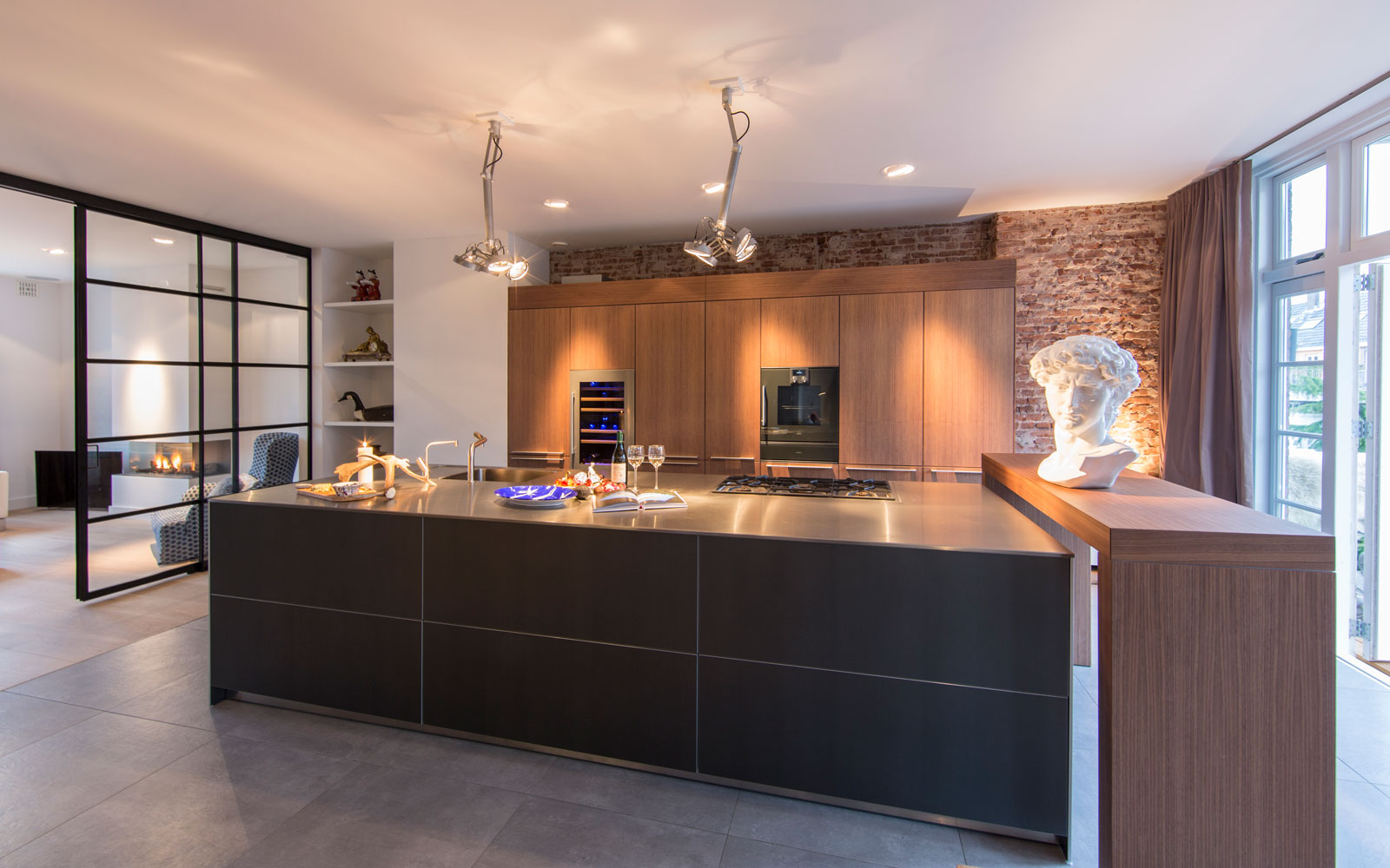 Ruime keuken, leefkeuken, Bulthaup, kastenwand, verrassende renovatie, Denoldervleugels