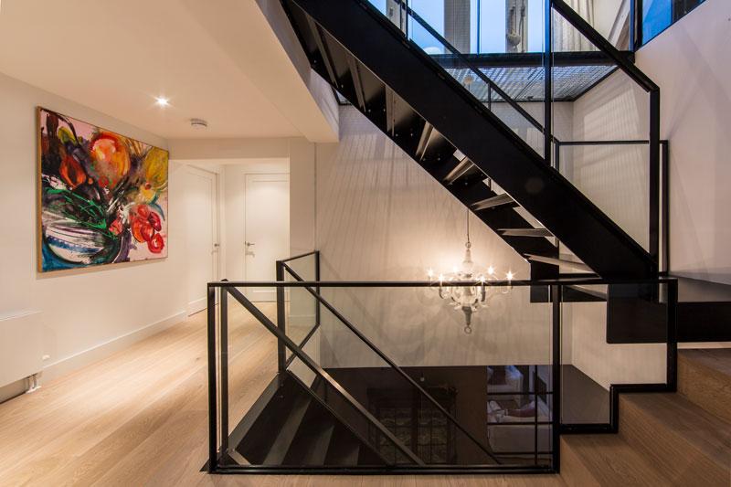 Vide, stalen trap, ruimtelijk, Simply Steel, lichtinval, verrassende renovatie, Denoldervleugels
