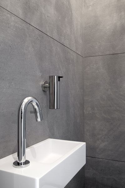 Wastafel, inloopdouche, badkamer, neutrale kleuren, verrassende renovatie, Denoldervleugels