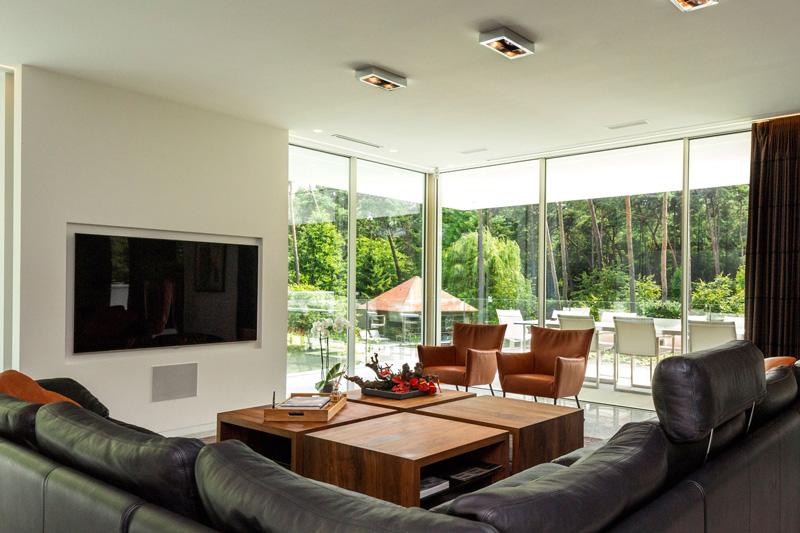 Minimalistische, veelzijdige villa   Van Oort Interieurs