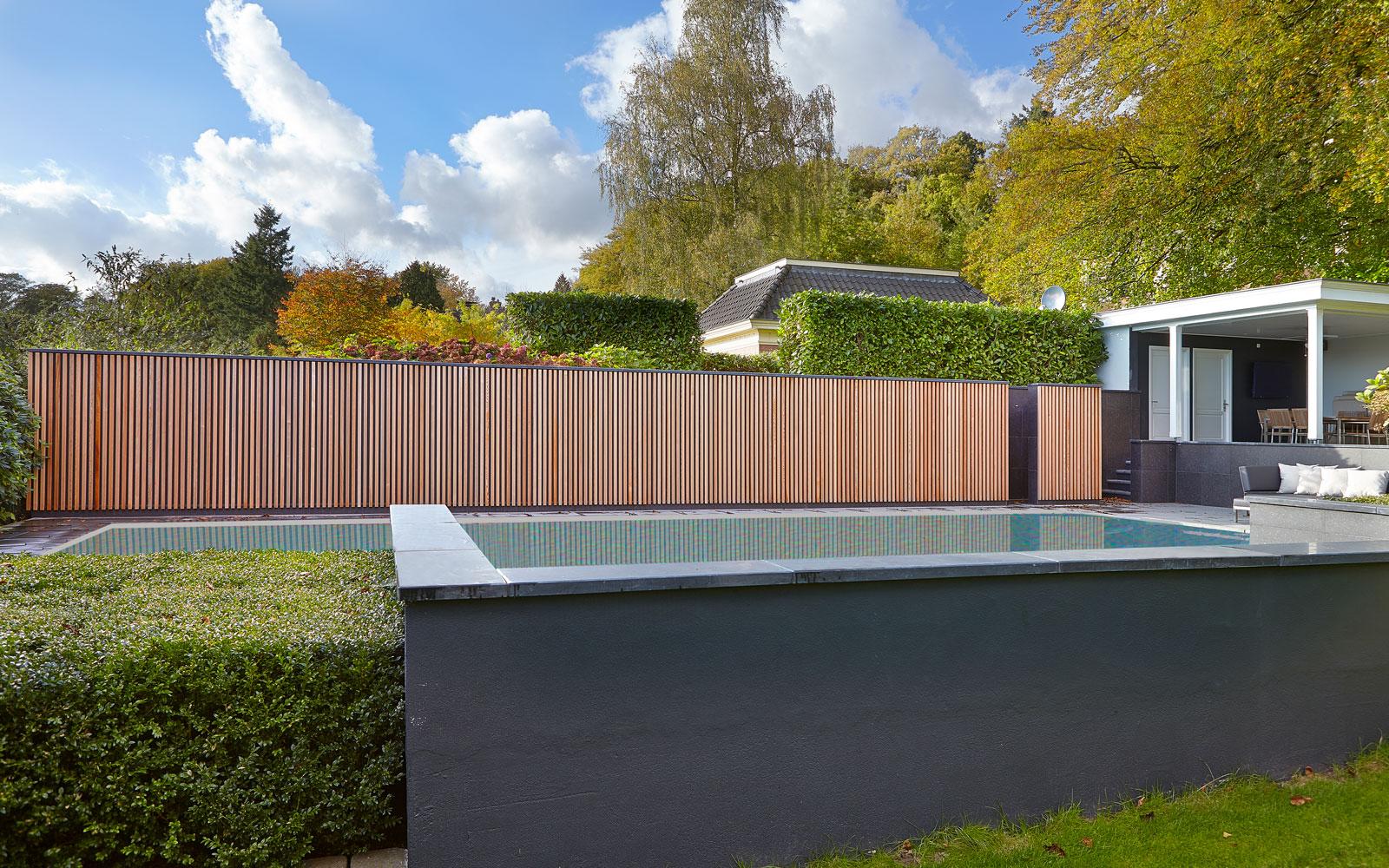 Zwembad, wellness, buitenzwembad, houten wand, afscheiding, klassiek herenhuis, Kees Marcelis