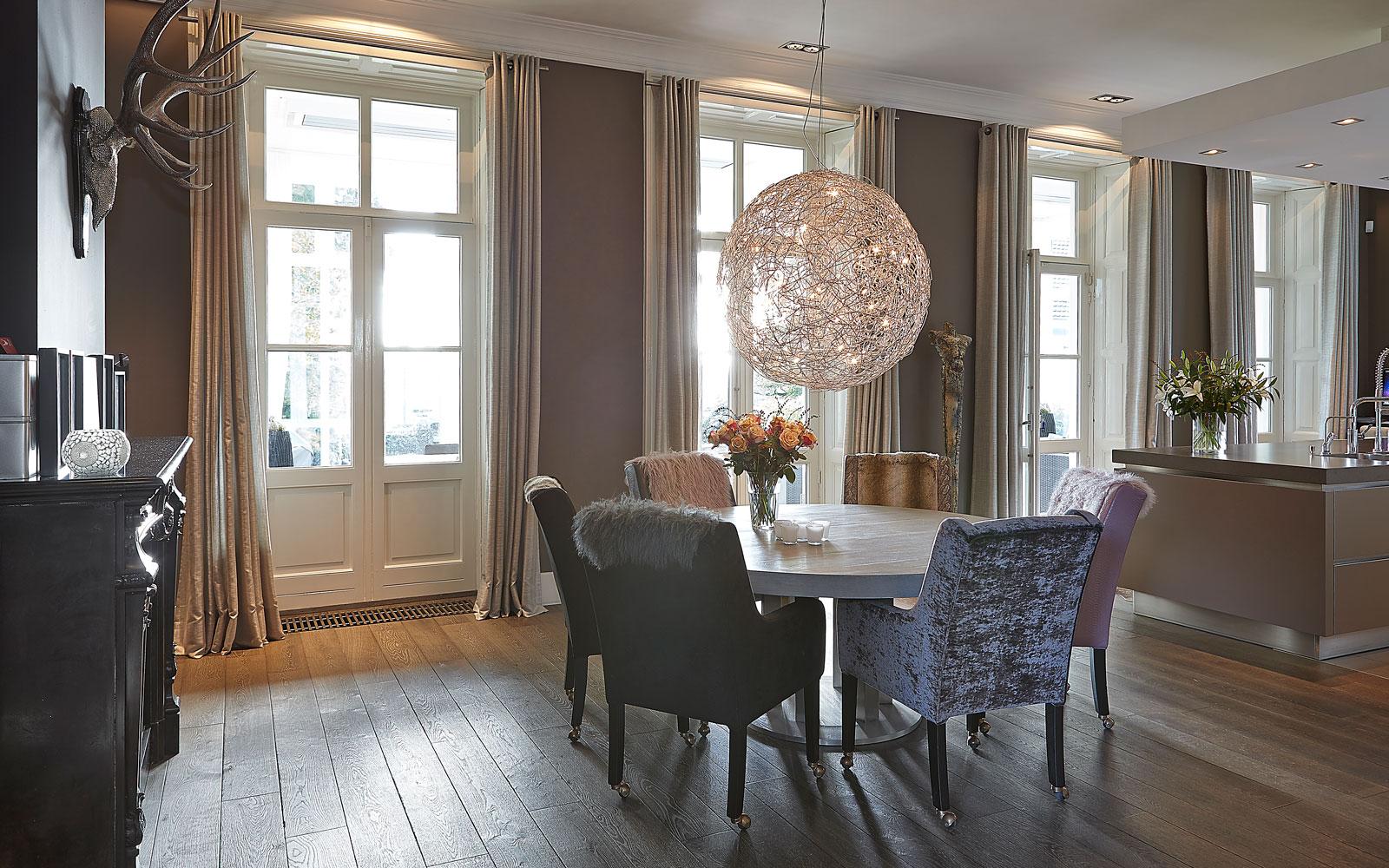 Eetkamer, eettafel, houten vloer, Europa Parket, klassiek herenhuis, Kees Marcelis