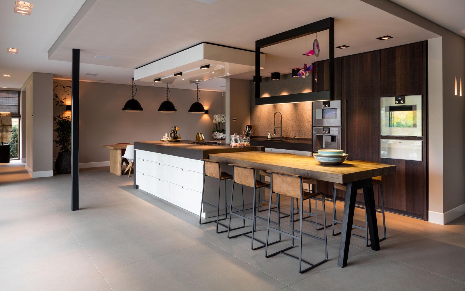 Keuken, custom made, maatwerk, hout, akoestisch plafond, moderne villa, François Hannes