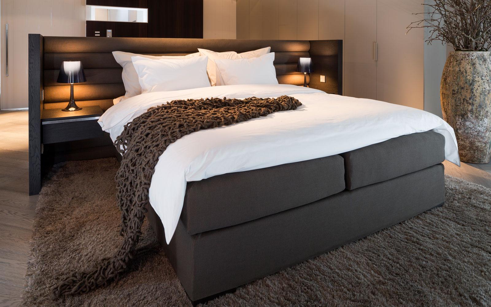 Slaapkamer, master bedroom, bed, boxspring, moderne villa, François Hannes
