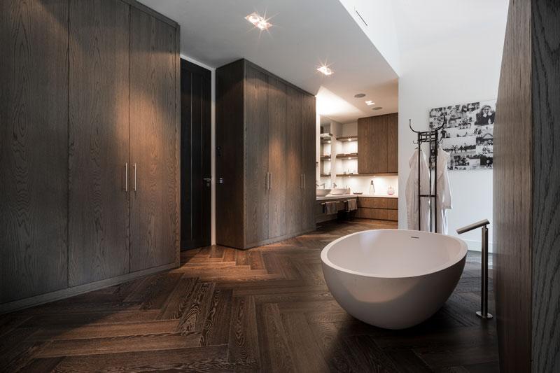 Badkamer, Agape, sanitair, vrijstaand bad, klasten, hout, JP Flooring, klassieke villa, François Hannes