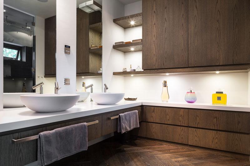 Badkamer, Agape, VOLA, wastafel, houten vloer, JP Flooring, klassieke villa, François Hannes