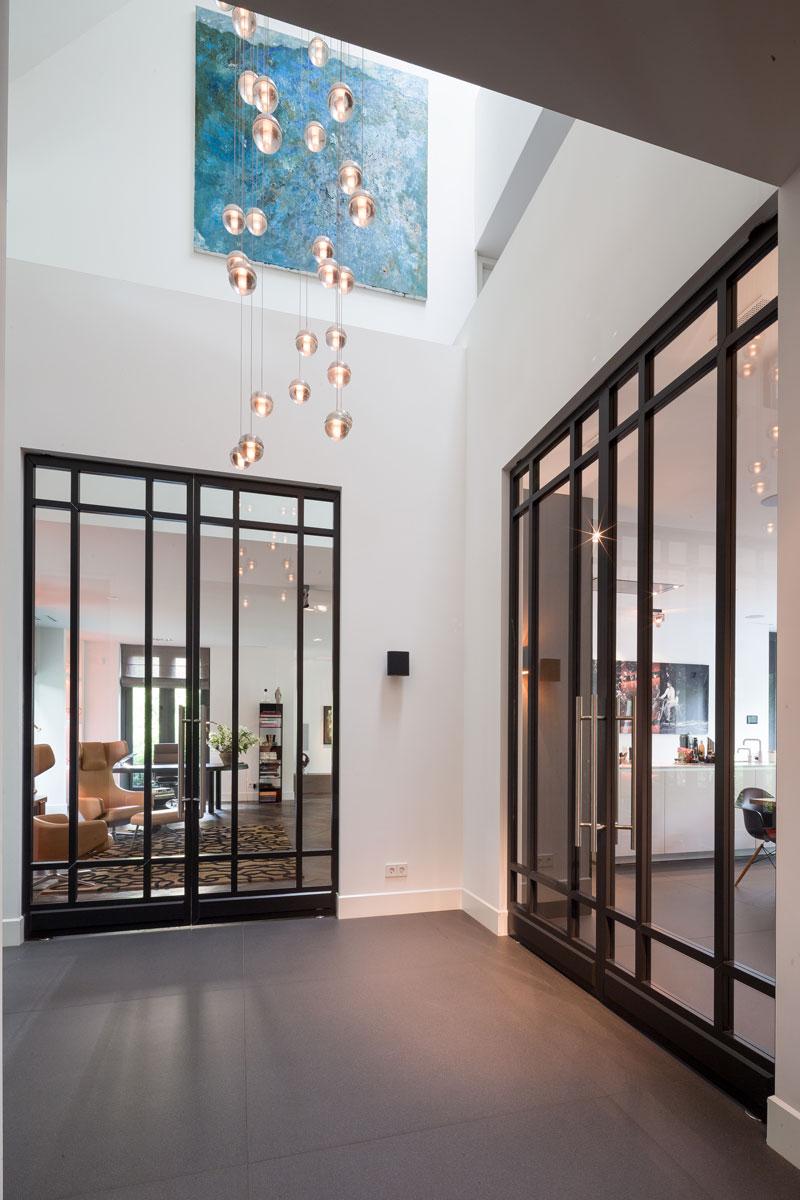 Stalen deuren, glas, Bod'or, hal, vide, lichtinval, klassieke villa, François Hannes