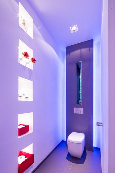 Toilet, ledverlichting, Mood, schietgat, kijkvenster, verbinding met de natuur, klassieke villa, François Hannes
