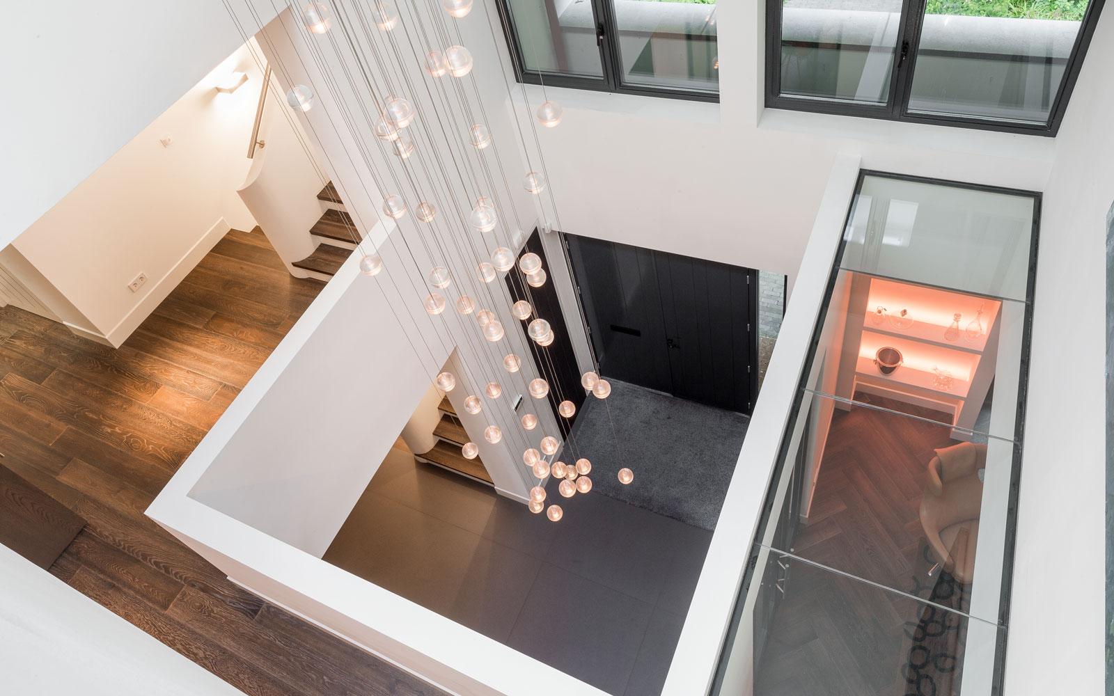 Licht, lichtinval, vide, Bocci, verlichting, prominente plek, klassieke villa, François Hannes