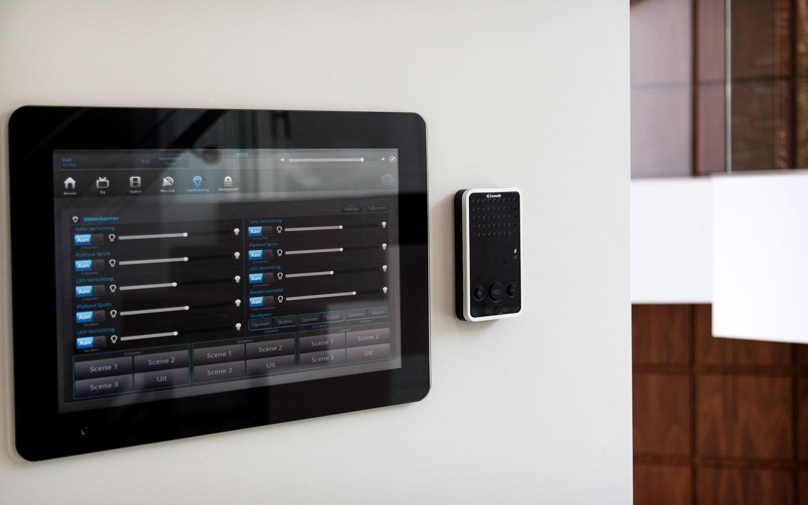Domotica, tablet, bediening, minimalistische villa, VLCS Architecten
