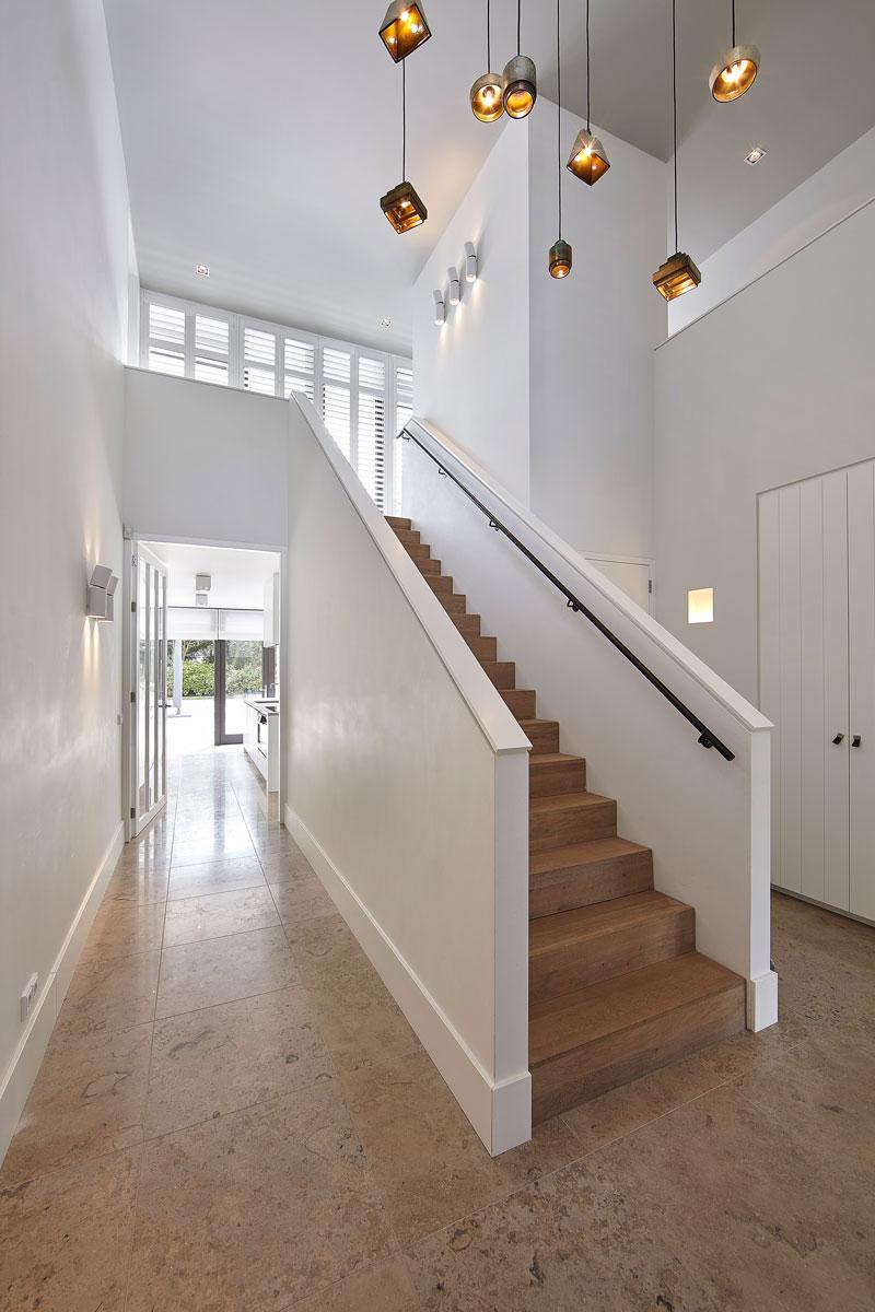 Entree, hal, trap, natuurlijk licht, lichtinval, verlichting, onderscheidende villa, Marco van Veldhuizen