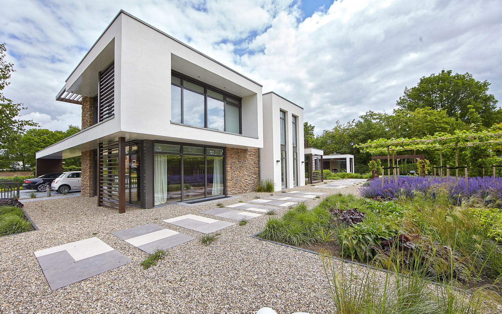 Tuin, Fiona Merckx Tuin Design, Heijkoop Tuinvormgeving, kleurrijk, kiezelpad, onderscheidende villa, Marco van Veldhuizen