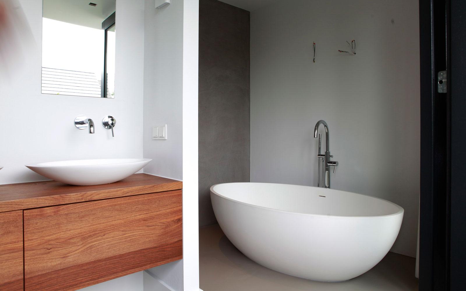 Badkamer, wastafel, vrijstaand bad, hout, natuurlijke materialen, sanitair, minimalistisch, tijdloos, Marco van Veldhuizen
