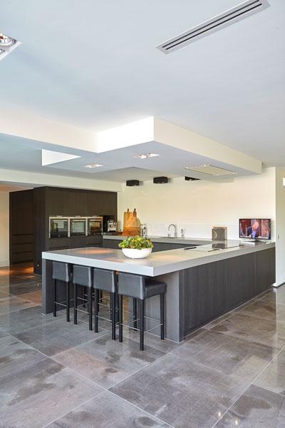 Keuken, kookeiland, maatwerk, RMR Interieurbouw, ultramoderne villa, Bob Manders
