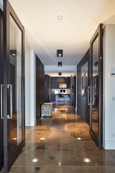 Hal, natuursteen, Revy Stone, keuken, RMR Interieurbouw, ultramoderne villa, Bob Manders