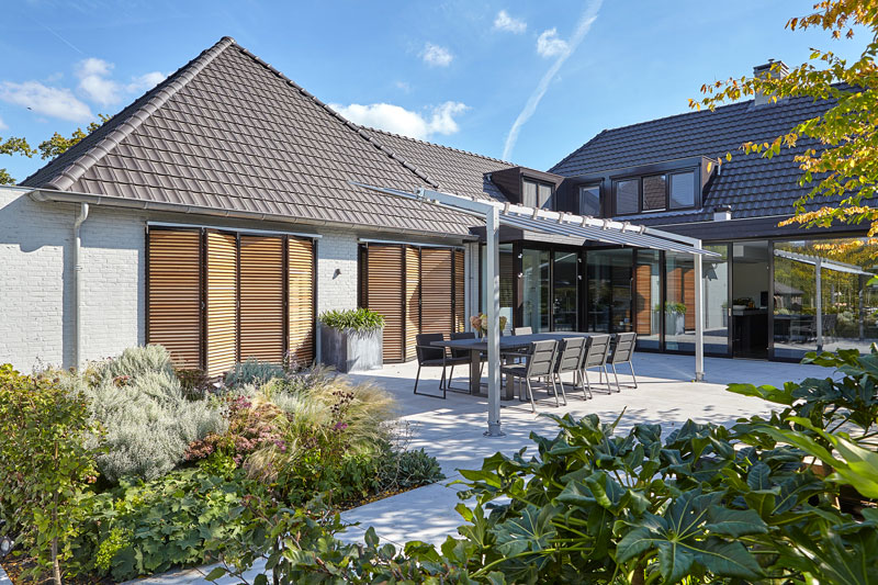 Tuin, natuuroase, Groenseizoen, tuinarchitect, vijver, Dirk van der Poel, tuinmeubelen, BOREK, Ultramoderne villa, Bob manders