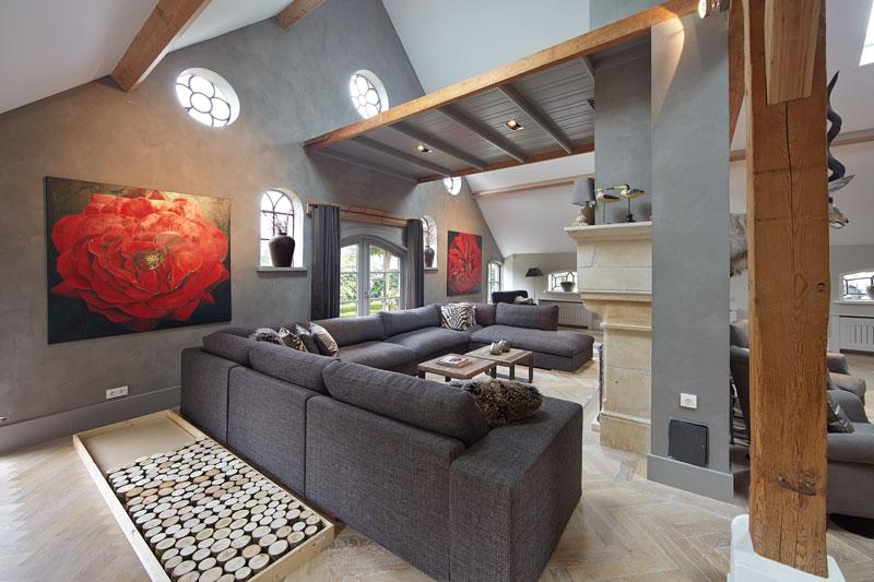 Woonkamer, zithoek, comfortabele bank, By Cherny, ronde ramen, karakteristieke boerderij, Edgar Vendrig