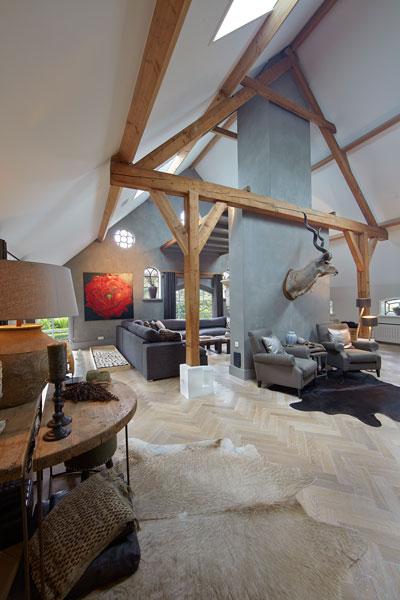 Woonkamer, natuurlijke materialen, houten balken, styling, By Cherny, karakteristieke boerderij, Edgar Vendrig